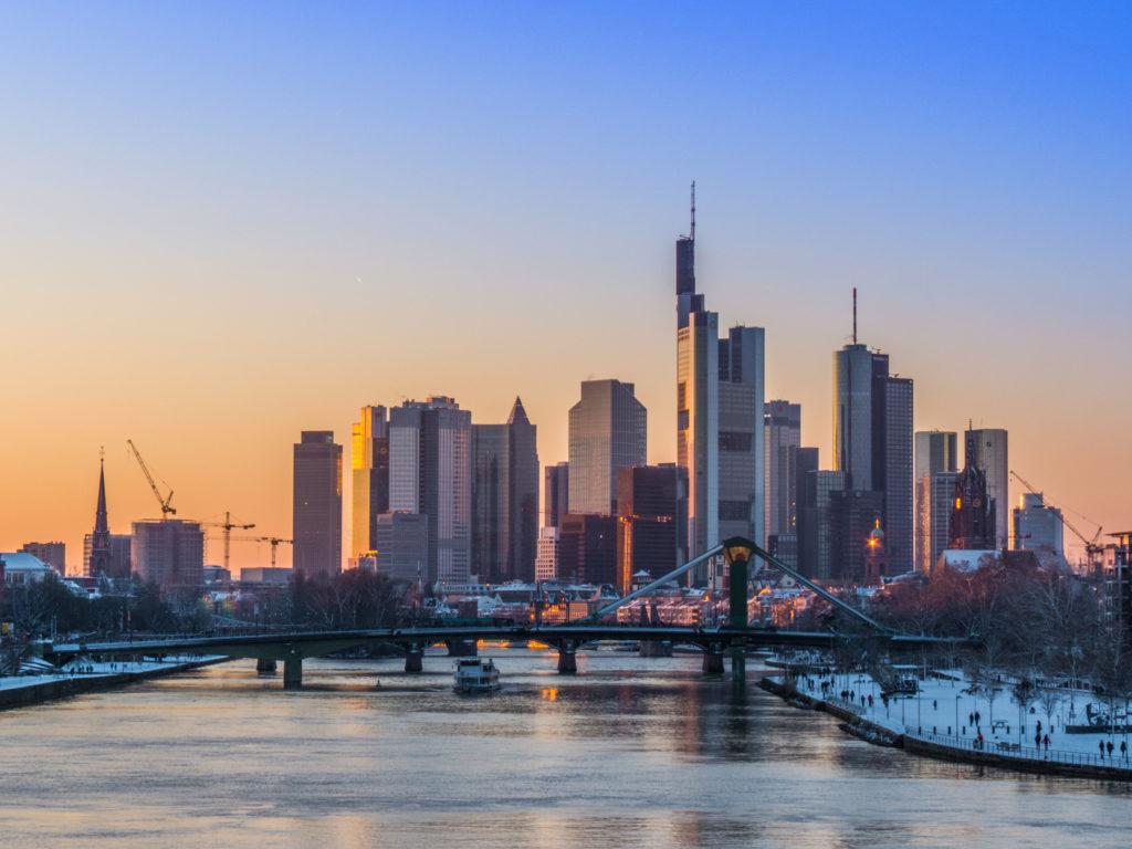 Frankfurt, una de las ciudades europeas con los atardeceres más bonitos. Solo los atardeceres.